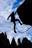 Manliga rock klättrare. — Stockfoto