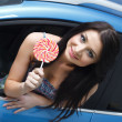 Young woman with candy with New car — Stock Photo