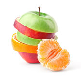 Layers of apples and oranges with slice of tangerine — Stock Photo