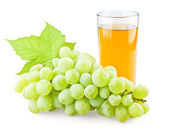 Juicy grape with leaf and full glass of juice — Stock Photo