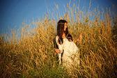 Souriante jeune fille hippie — Photo