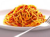 špagety nudle v rajčatové omáčce — Stock fotografie