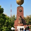 Mother Statue and Monument of Independence in Tashkent — Stock Photo
