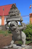 Unfinished statue at the entrance to a Buddhist complex — Stock Photo