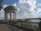 Quay of the river of Volga in Yaroslavl, Russia — Stock Photo