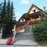 The tourist goes to a country house to Zakopane, Poland — Stock Photo #5857530