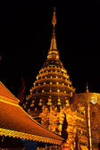 Golden pagoda of wat Doi Suthep in night — Stock Photo