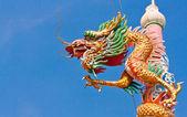 ゴールデンドラゴン柱 — ストック写真