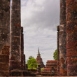 Ruin pillars and pagodin sukhothai — Stock fotografie #6386088