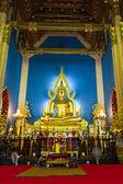 Chinarat Buddha statue vertical — Stock Photo