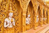 Muro di angelo di tempio buddista complessiva inclinato fuori — Foto Stock