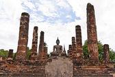 全体の柱間の仏像 — ストック写真