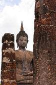 Socha buddhy za pilíře — Stock fotografie