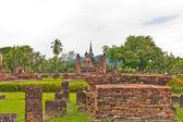 в целом руины храма в сукхотай — Стоковое фото