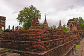 Ruin and ancient pagoda on higher ground in sukhothai — Stock Photo