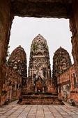 Tři pagody za dveřmi v sukhothai — Stock fotografie