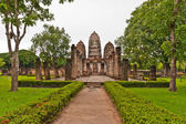 Set of three pagodas in sukhothai and walkway — Stock Photo