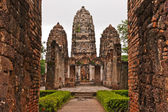 Set of three pagodas behind wall in sukhothai — Stock Photo