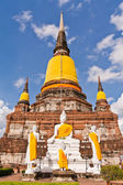 Set of Buddha statue and ruin pagoda in Ayutthaya — Stock Photo