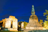 Ruin pagoda in Ayutthaya in twilight — Stock Photo