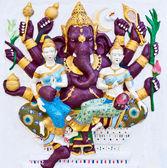Ganesha púrpura ocho manos con ángeles en pared blanca — Foto de Stock