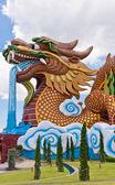 Golden dragon statue vertical — 图库照片