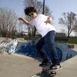 Skateboarder doing trick on ramp — Stock Photo #5852187