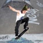 Skateboard Ollie on ramp — Stock Photo