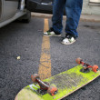 Skateboard facedown in parking lot — Stock fotografie