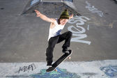 Skateboard Ollie on ramp — Stock Photo