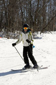 Woman skier coming down the hill — Stock Photo
