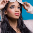 Beautiful young black model wearing fancy sunglasses — Stock Photo