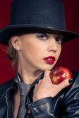 Temptation (Sensual womanoffering an apple) — Stockfoto