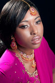 Beauty portrait of a young woman wearing indian clothes and jewe — Stock Photo