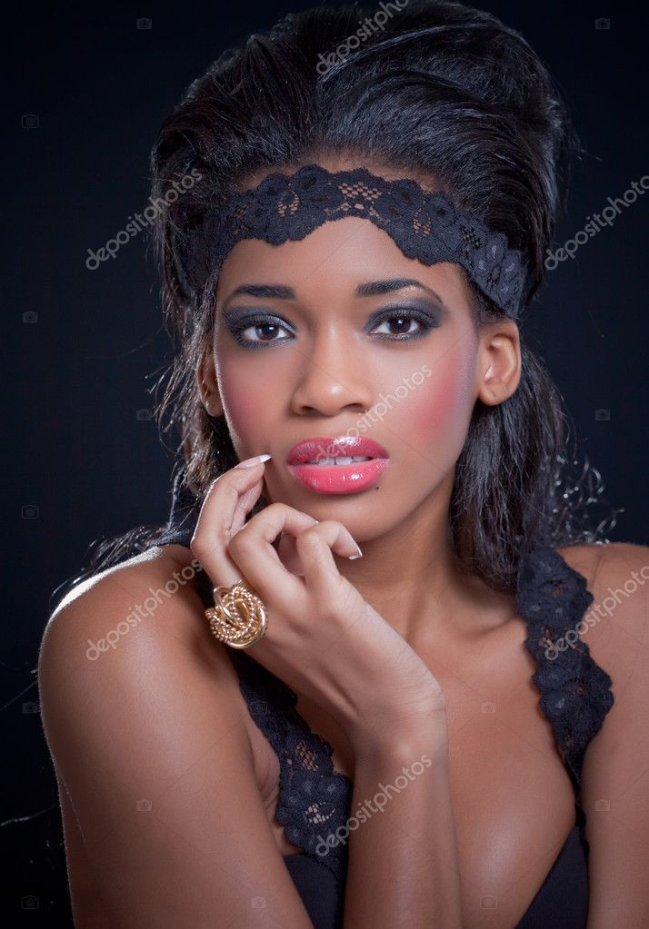 Beautiful sensual black model, isolated on black background — Stock Photo #5621386