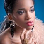 strzał uroda młodych african american kobieta — Zdjęcie stockowe