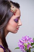 Vacker asiatisk tjej med brud makeup — Stockfoto