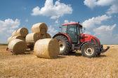 сельское хозяйство - трактор — Стоковое фото