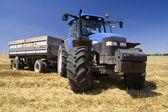 Zemědělství - traktor — Stock fotografie
