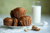 Muffins with cinnamon and walnuts — Stock Photo