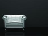 Белый кожаный стул в зале черный — Стоковое фото