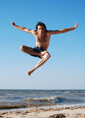 Man jumping on the beach — Stock Photo