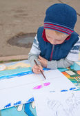 Little boy painting outdoors — Stock Photo