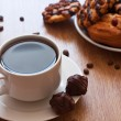 Cup of coffee and chocolate cookies — Stock Photo
