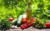 Voedingsmiddelen en nieuwe voedselingrediënten op tafel — Stockfoto
