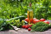Aceite y verduras frescas — Foto de Stock