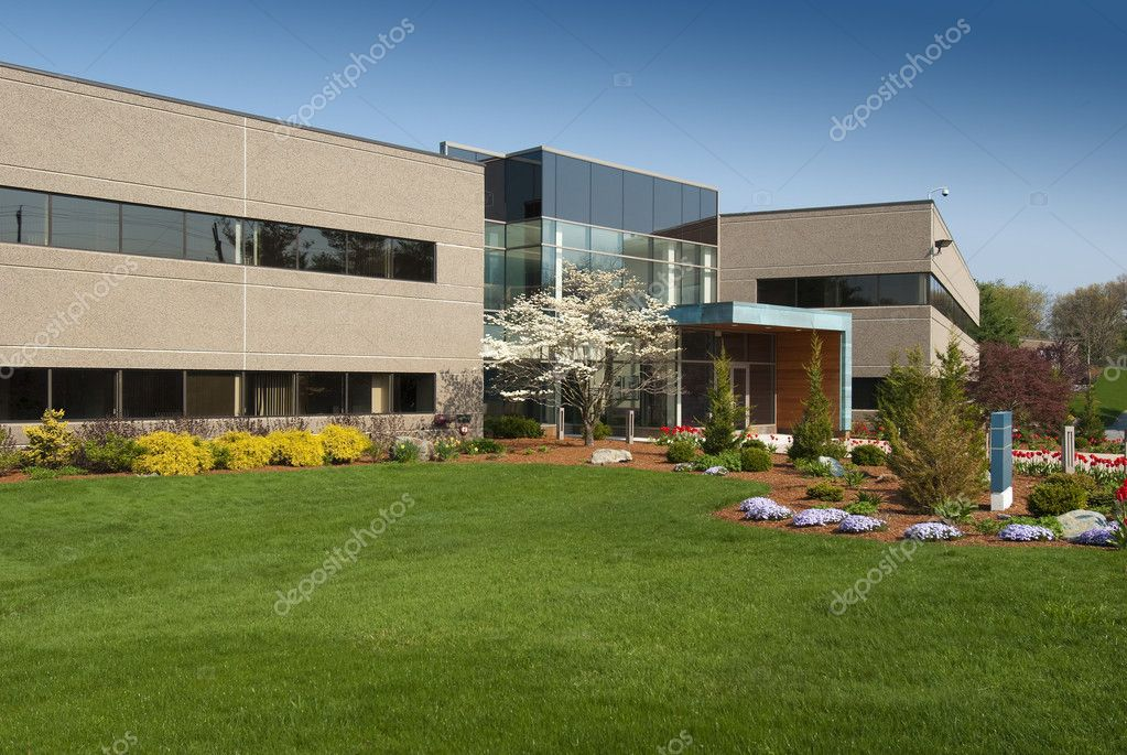 Commercial building located in a small industrial park — Stock Photo #6203119
