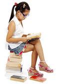 Mladí preschooler čtení knihy — Stock fotografie