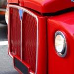 kırmızı bir otobüs ile Londra gezileri — Stok fotoğraf