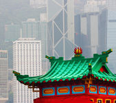 Hong Kong Old Pagoda And Skyscrapers — Stock Photo